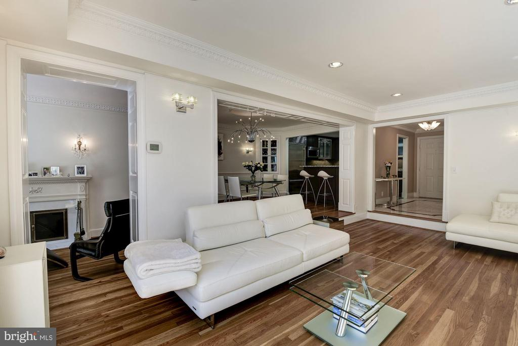 Living Room - 11410 STRAND DR #R-112, NORTH BETHESDA