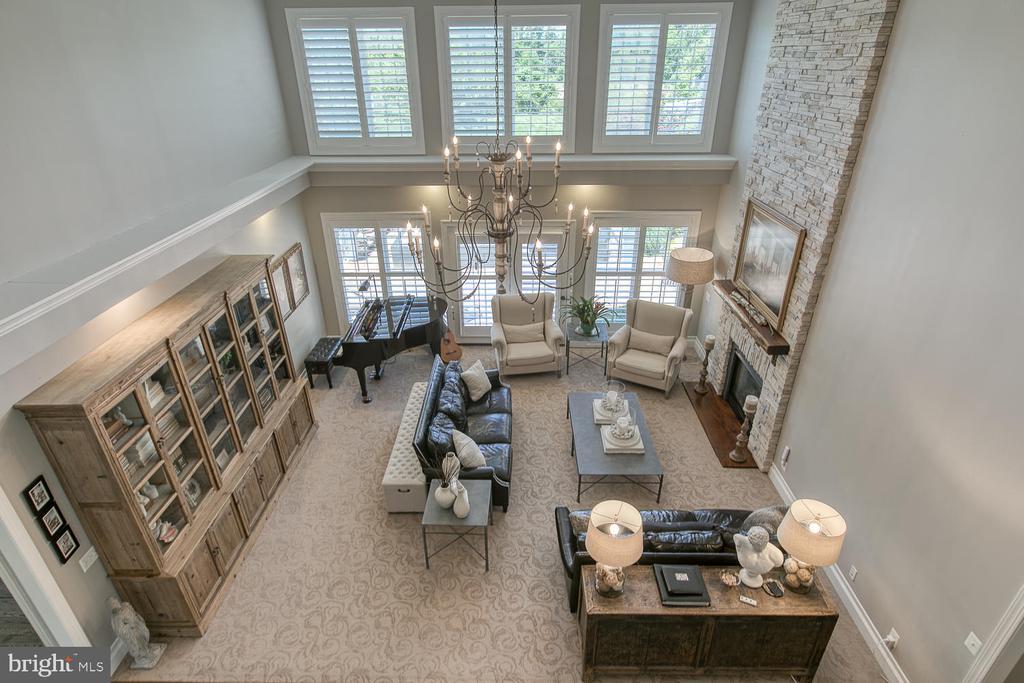 Light-filled family room - 21079 MILL BRANCH DR, LEESBURG