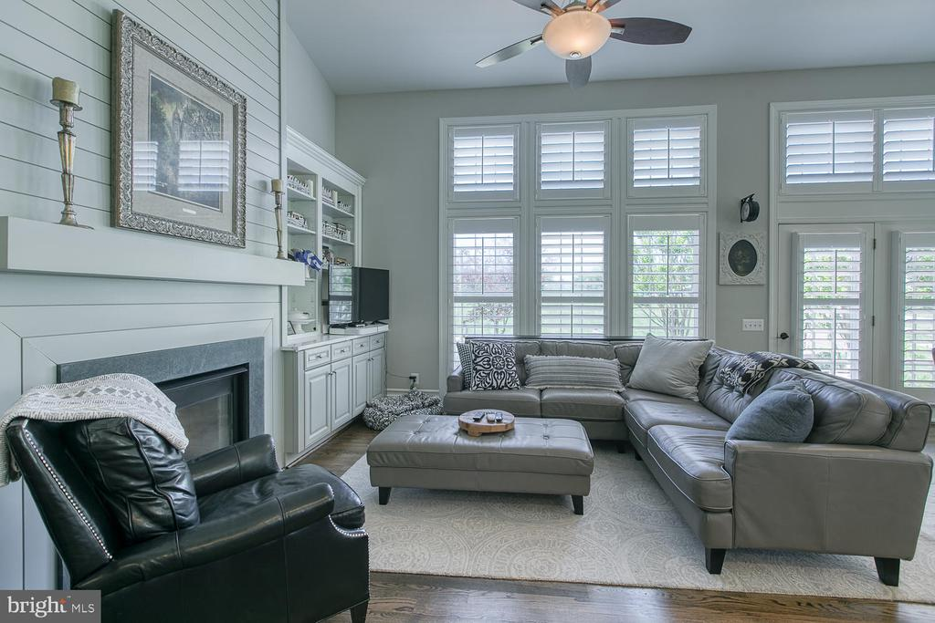 Living Area off Kitchen, Shiplap fireplace - 21079 MILL BRANCH DR, LEESBURG