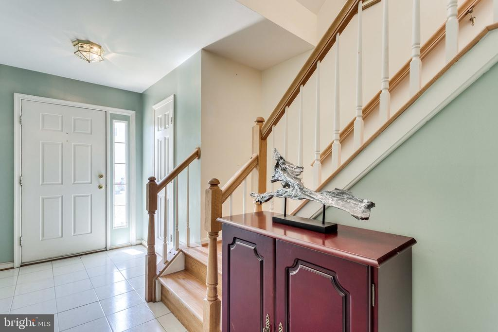 Open staircases allow light to reach all levels - 6362 DAKINE CIR, SPRINGFIELD