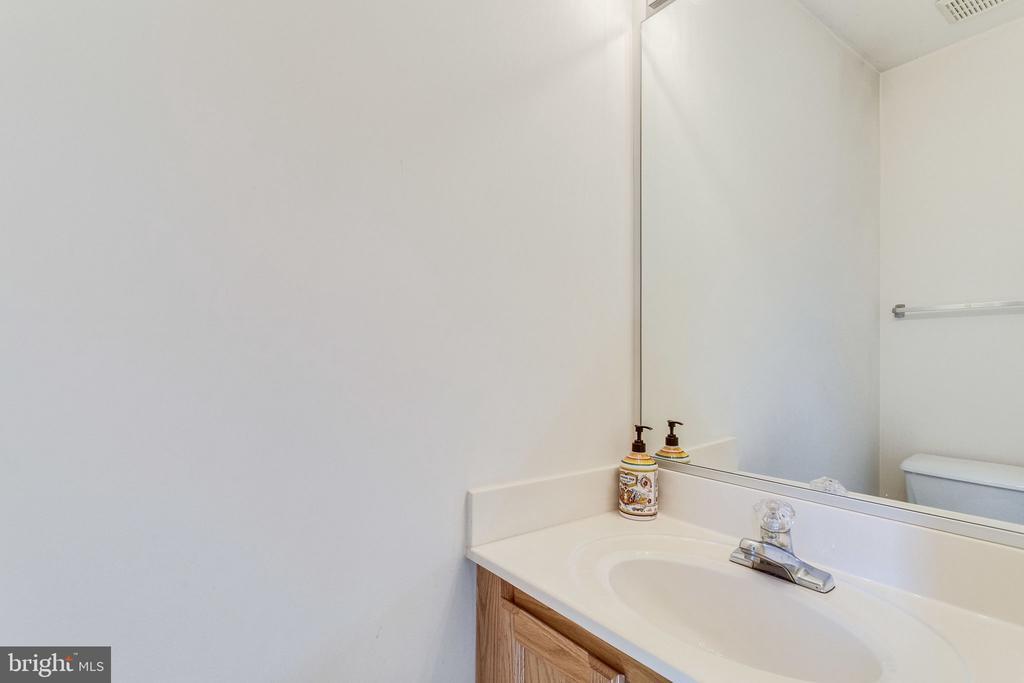 lower level 1/2 bath - 6362 DAKINE CIR, SPRINGFIELD