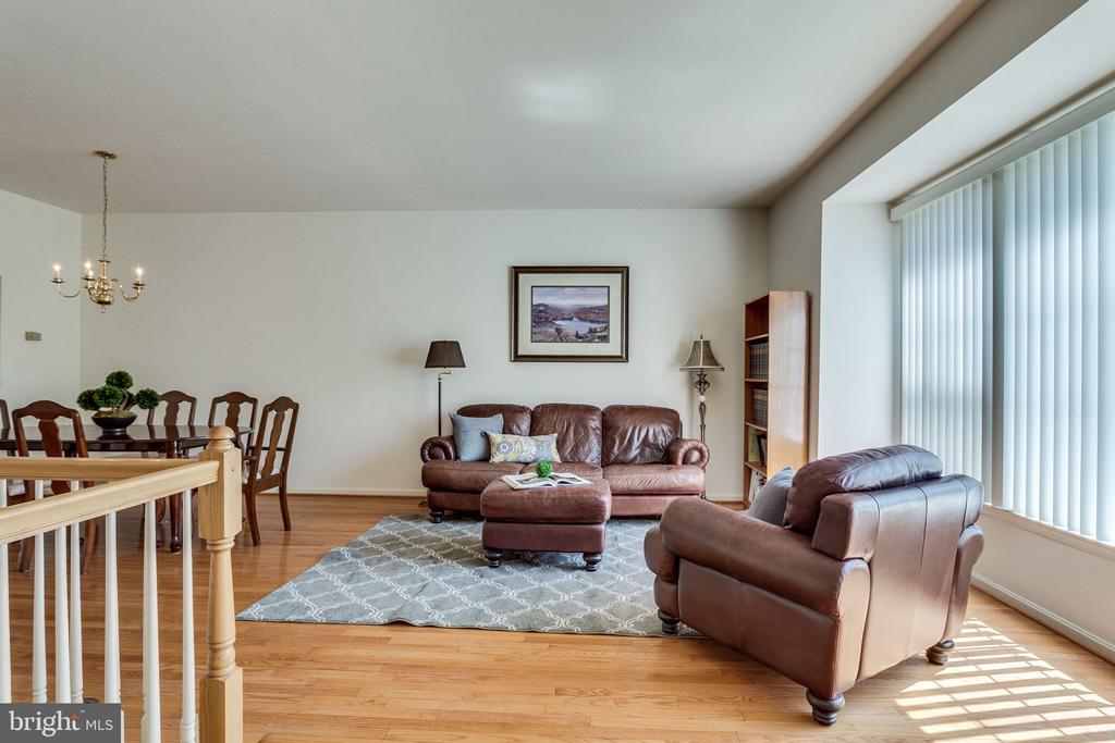 Bright spacious living/dining rooms - 6362 DAKINE CIR, SPRINGFIELD