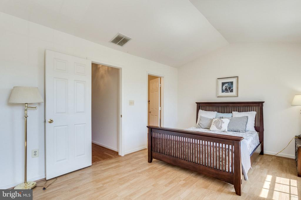 king bed with room to spare - 6362 DAKINE CIR, SPRINGFIELD