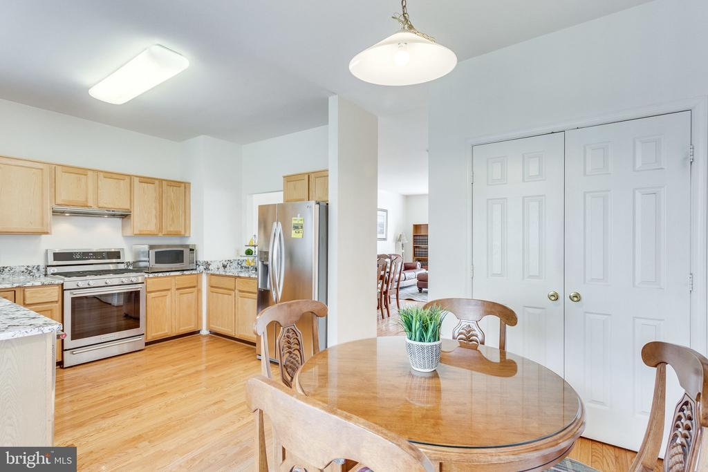 large pantry/kitchen storage - 6362 DAKINE CIR, SPRINGFIELD
