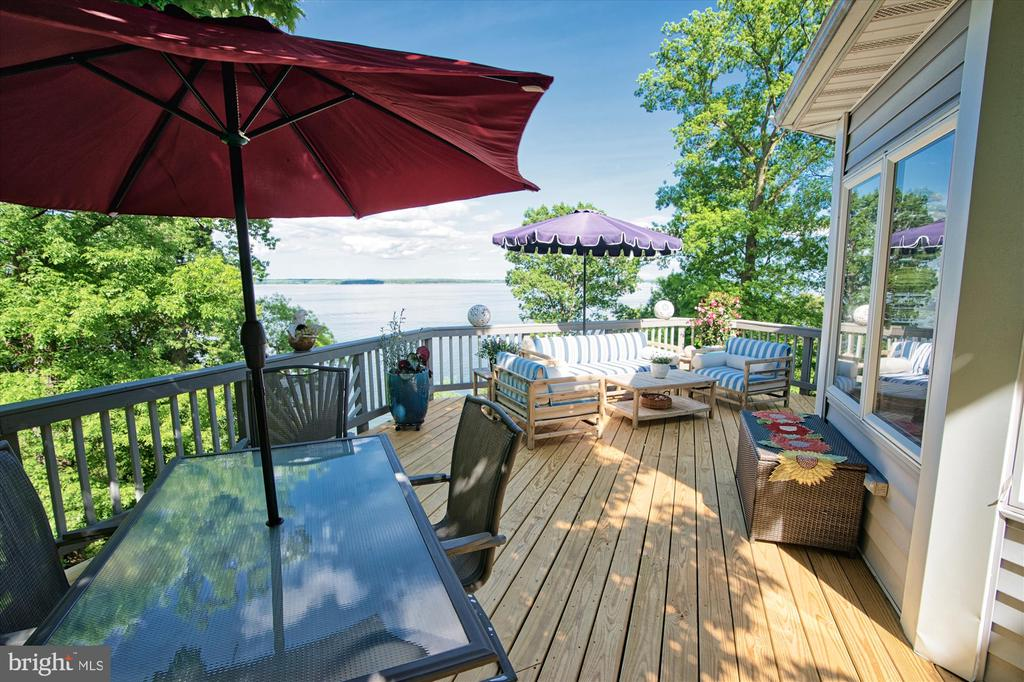 Tons of outdoor living space - 19 POTOMAC OVERLOOK LN, STAFFORD