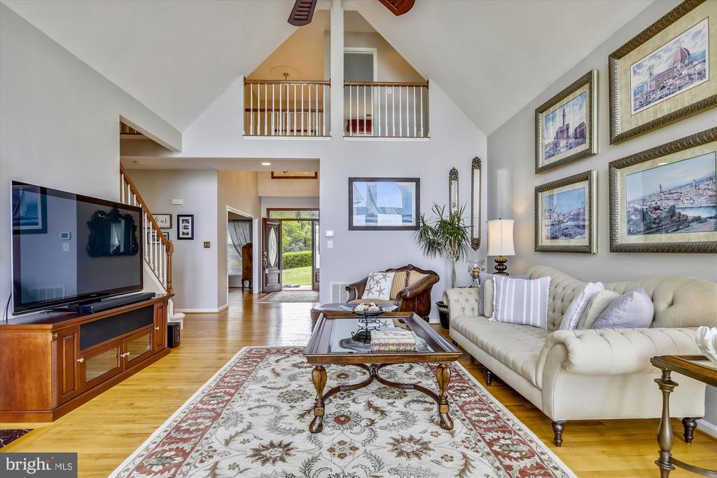 Incredibly spacious design w/hardwoods - 19 POTOMAC OVERLOOK LN, STAFFORD