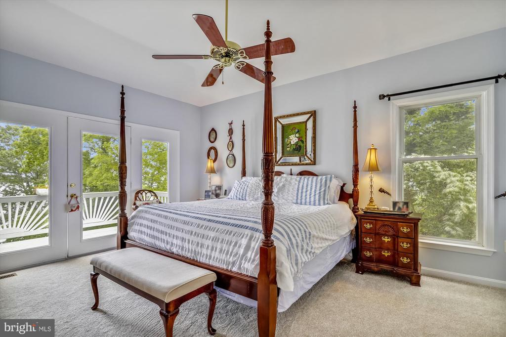 Main level master bedroom with a private deck! - 19 POTOMAC OVERLOOK LN, STAFFORD