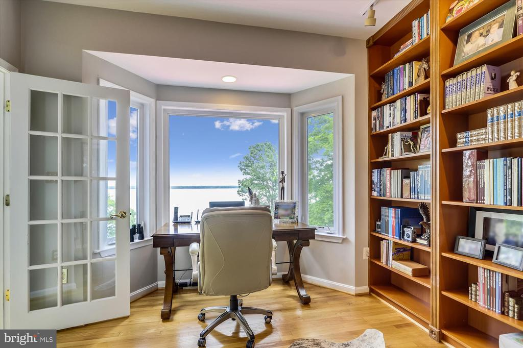 Office has bay windows with sweeping river views - 19 POTOMAC OVERLOOK LN, STAFFORD