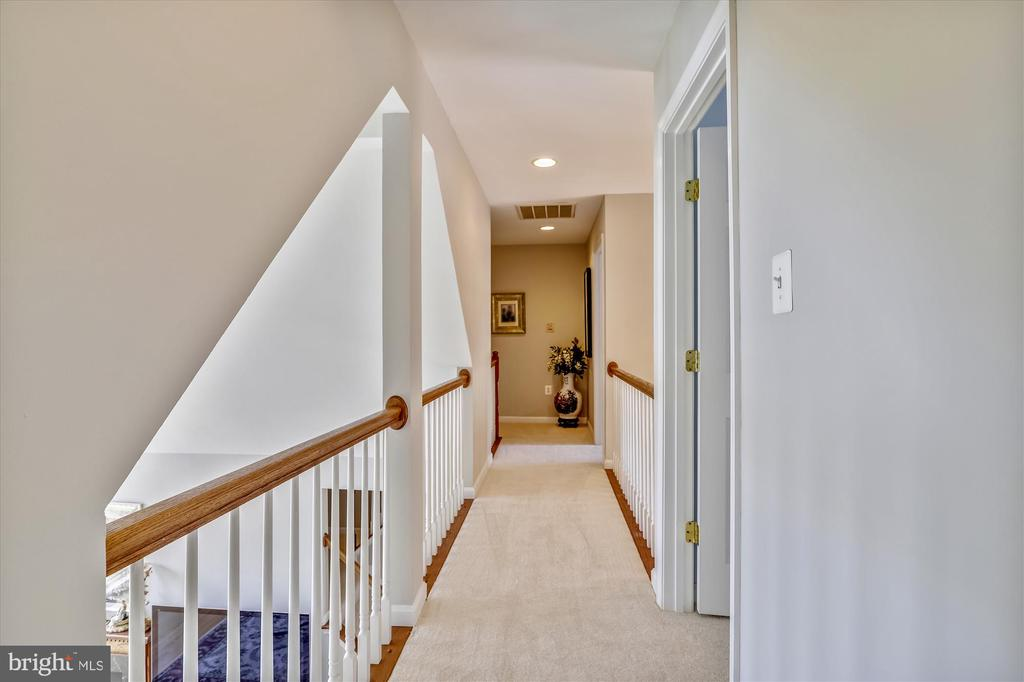 Catwalk overlooks the family room and entryway - 19 POTOMAC OVERLOOK LN, STAFFORD