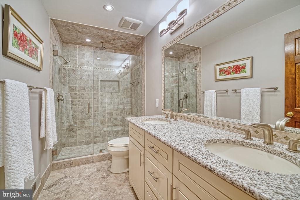 Hall Bathroom - 11959 GREY SQUIRREL LN, RESTON