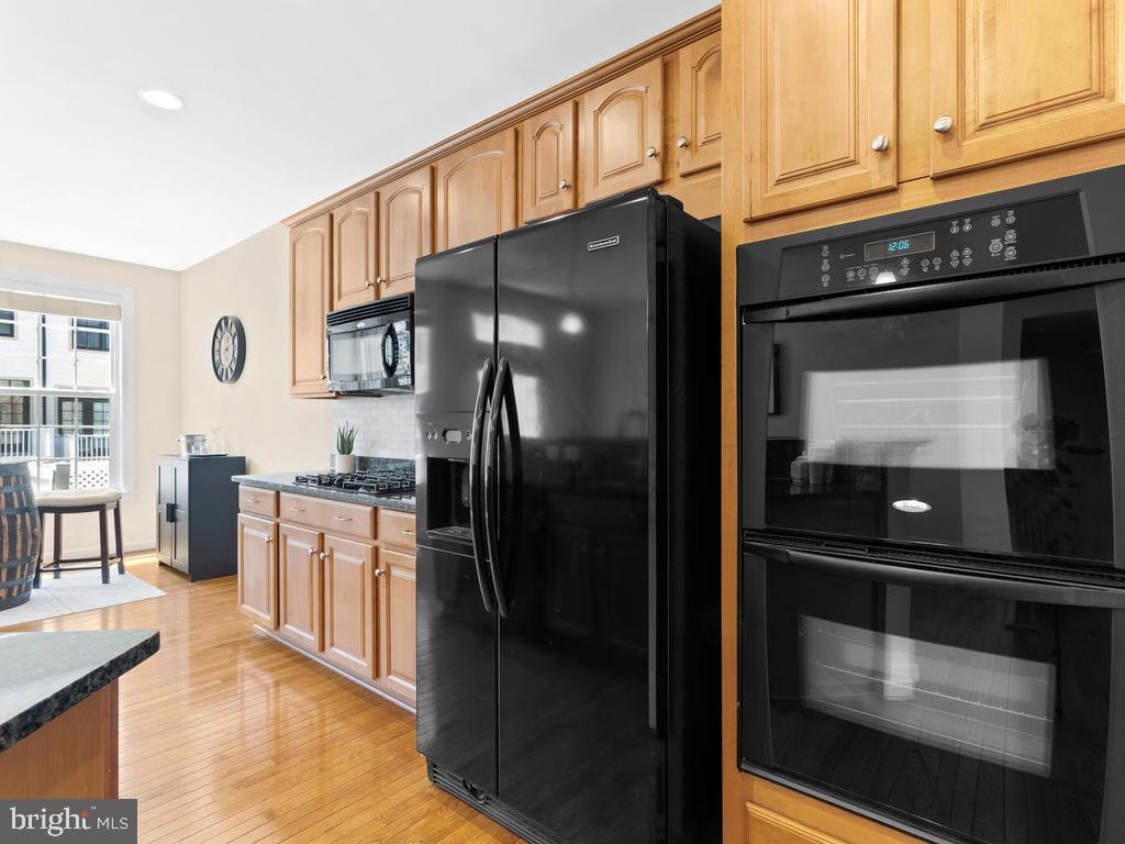 Double Wall Ovens - 8903 AMELUNG ST, FREDERICK