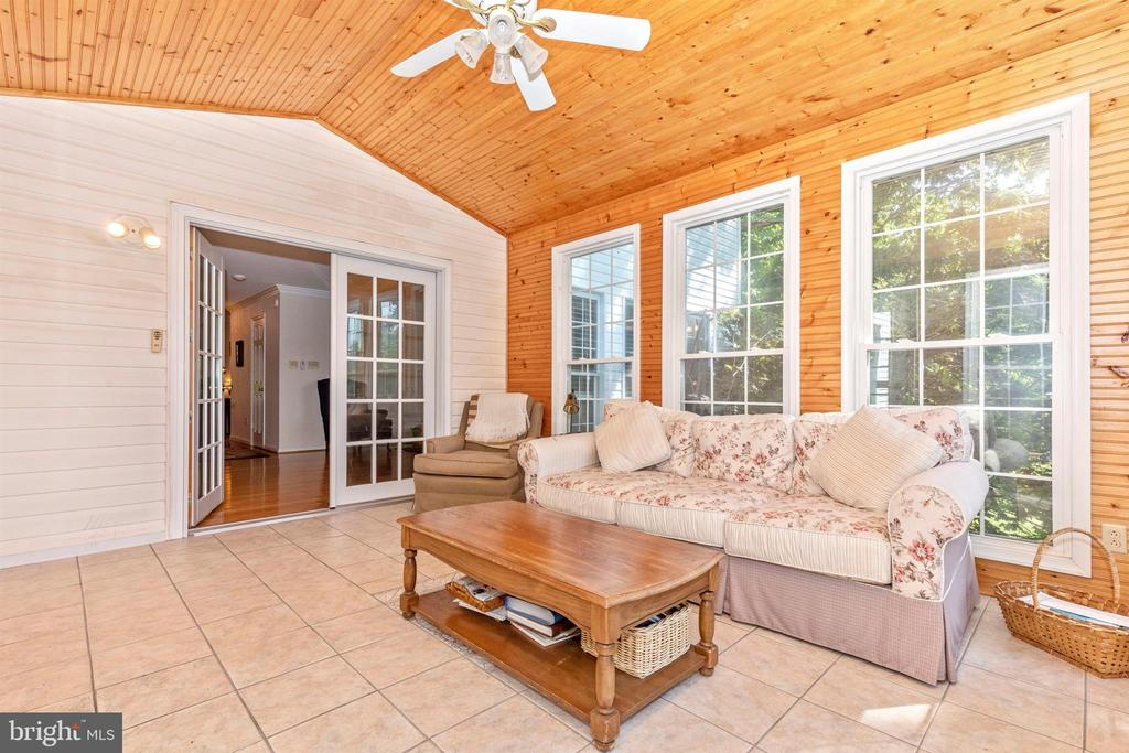 Sunroom - 13729 SAMHILL DR, MOUNT AIRY