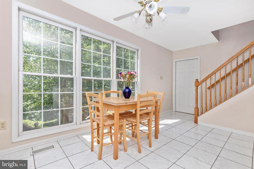 Breakfast Nook - 13729 SAMHILL DR, MOUNT AIRY