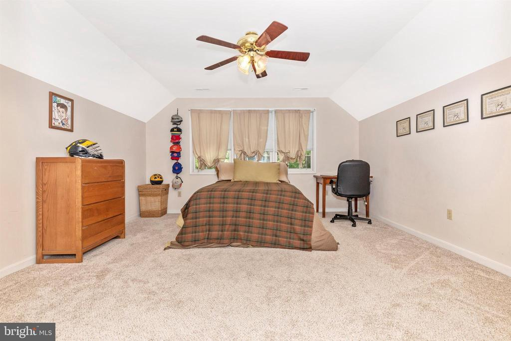 Bedroom 2 - 13729 SAMHILL DR, MOUNT AIRY