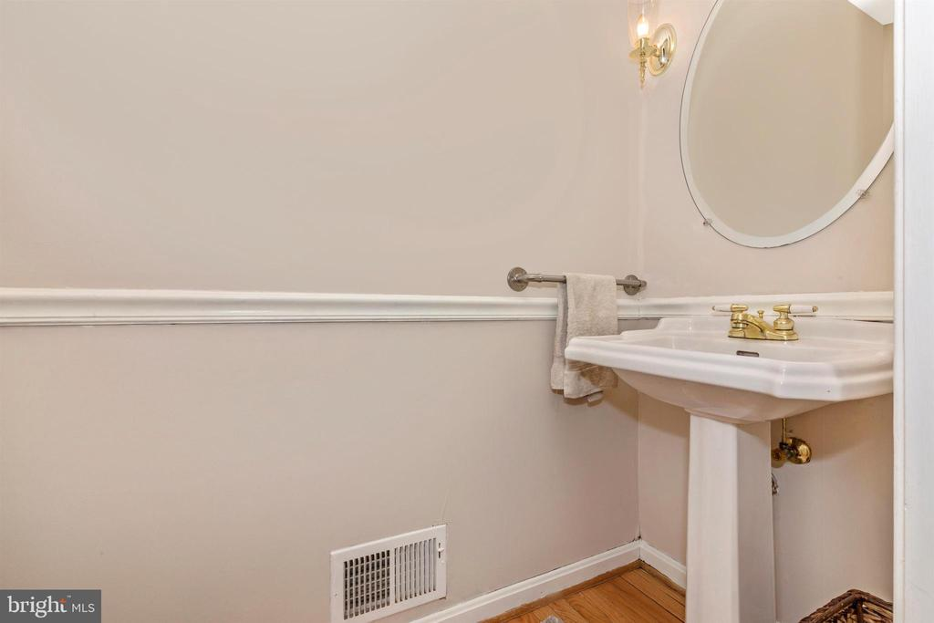 Main Level Powder Room - 13729 SAMHILL DR, MOUNT AIRY