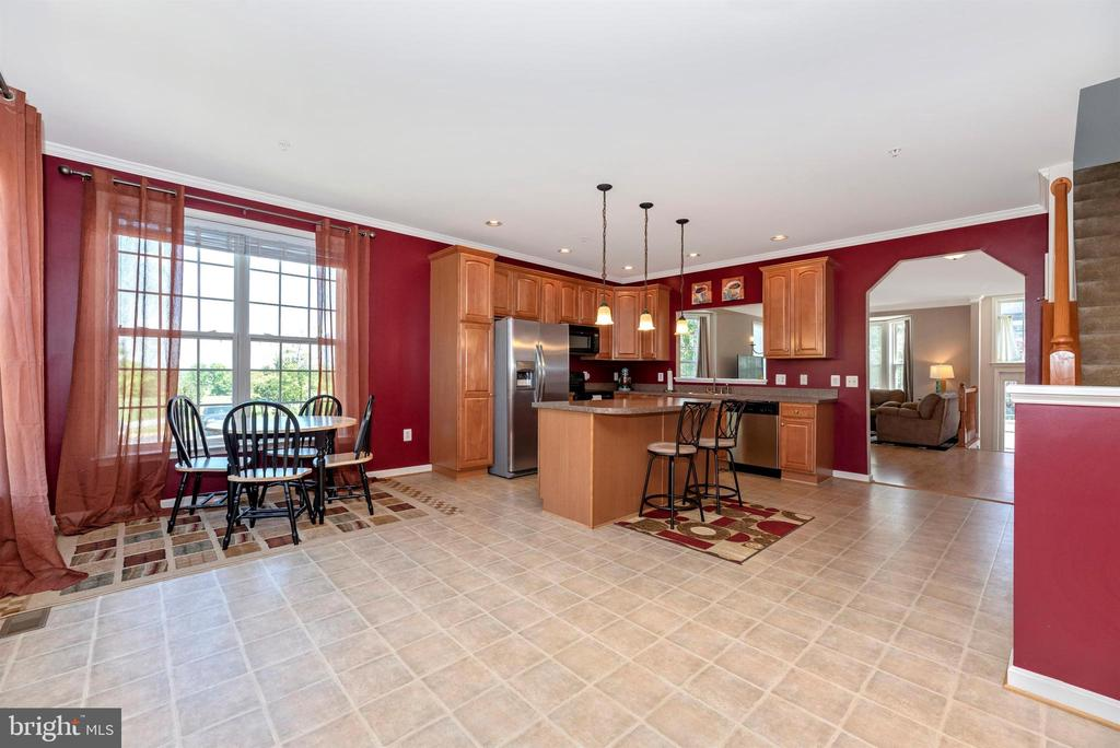 KITCHEN W/ TABLE SPACE - 301 GREEN FERN CIR, BOONSBORO