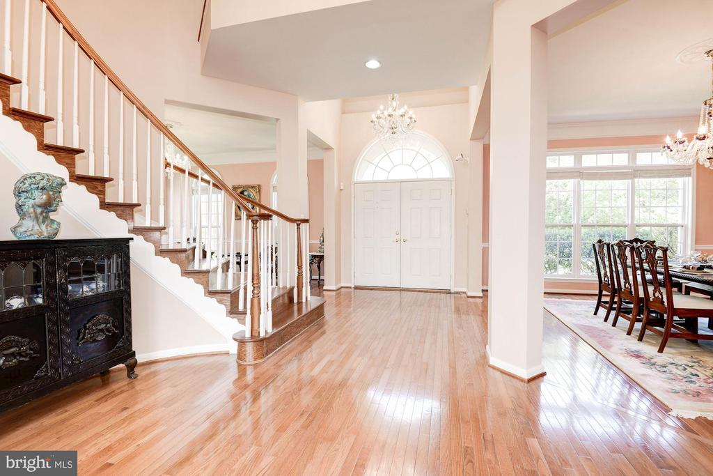 Grand Foyer - 7104 AYERS MEADOW LN, SPRINGFIELD