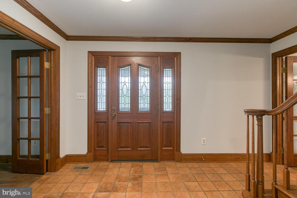 Beautiful front door! - 7185 REBEL DR, WARRENTON