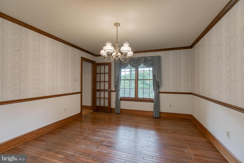 Formal dining rm w/ a view - 7185 REBEL DR, WARRENTON