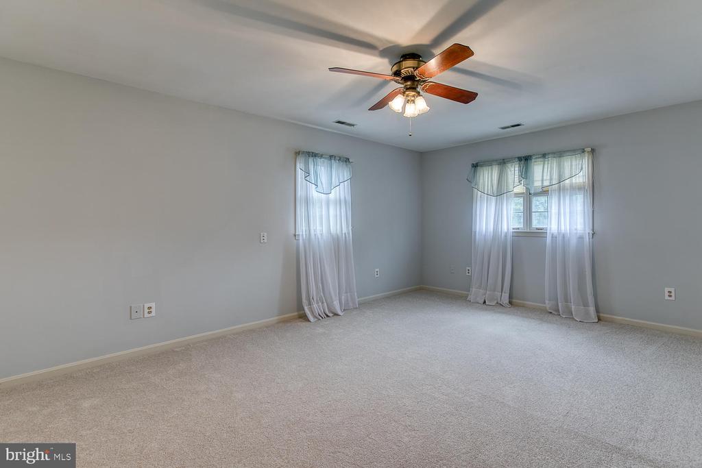 Master bedroom - 7185 REBEL DR, WARRENTON