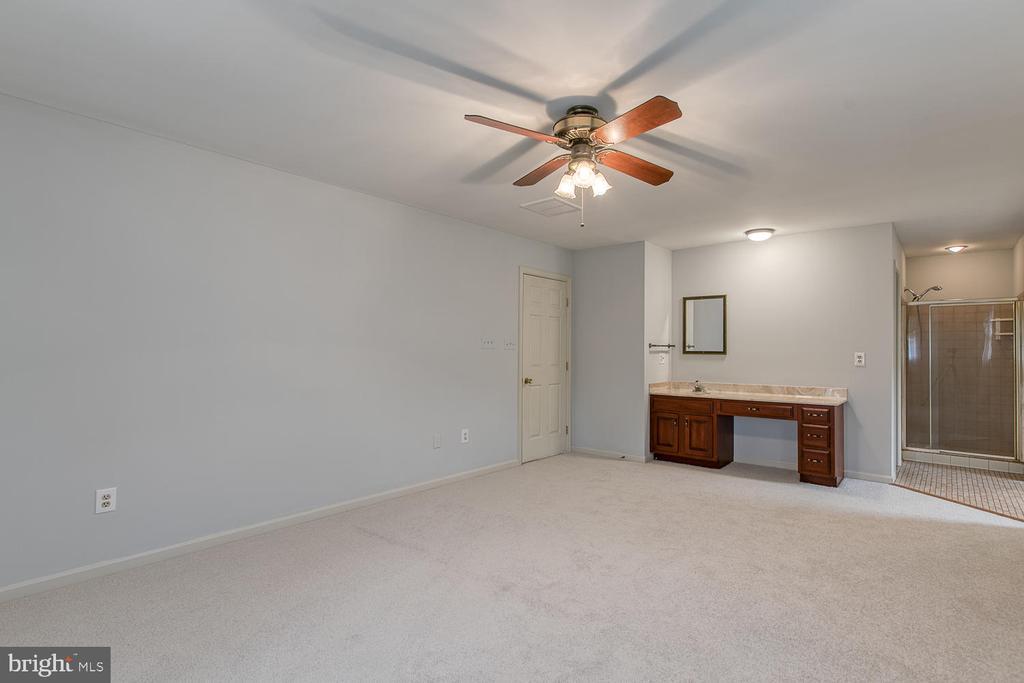 Master bedroom! - 7185 REBEL DR, WARRENTON