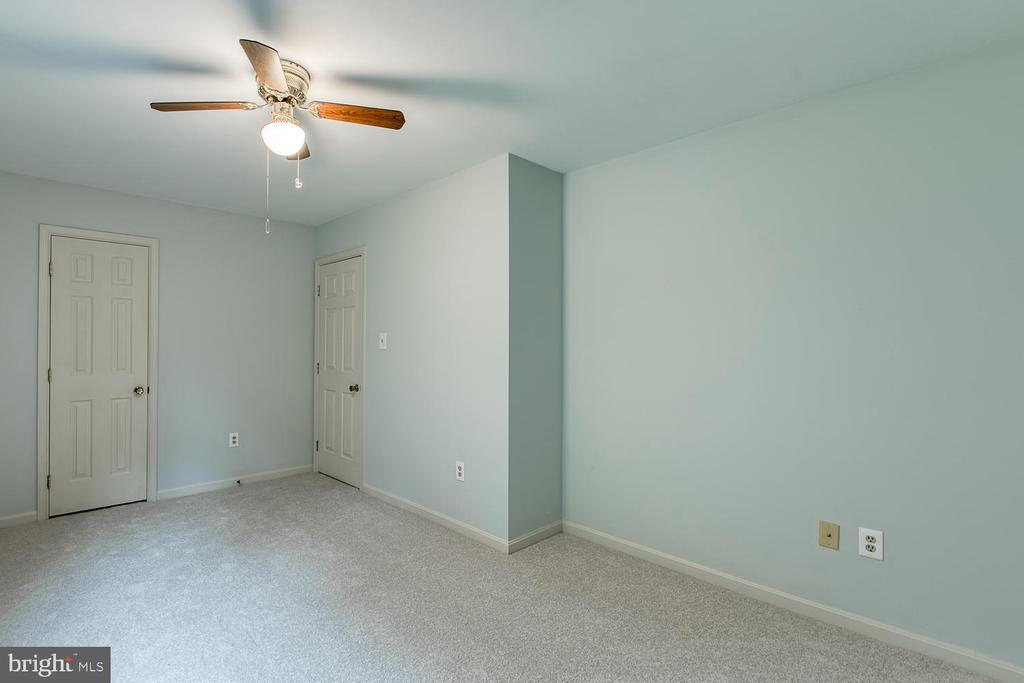 Bedroom 3 w/ walk in closet! - 7185 REBEL DR, WARRENTON