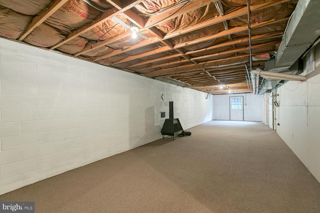 Walk out basement! - 7185 REBEL DR, WARRENTON