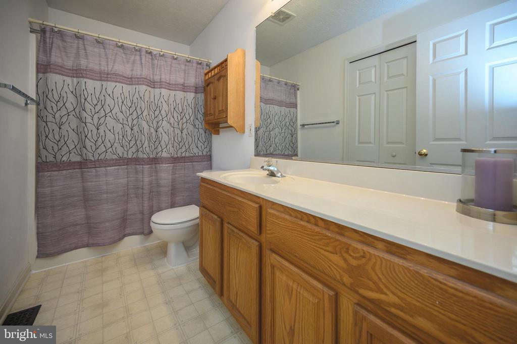 Hall Bath - 10107 BALLSTON RD, FREDERICKSBURG