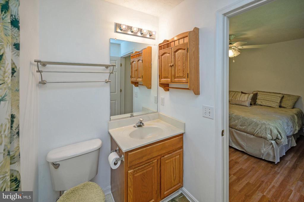 Attached Master Bath - 10107 BALLSTON RD, FREDERICKSBURG