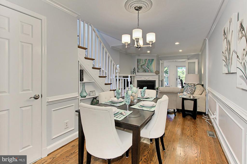 Dining area for more formal dinners - 420 N COLUMBUS ST, ALEXANDRIA