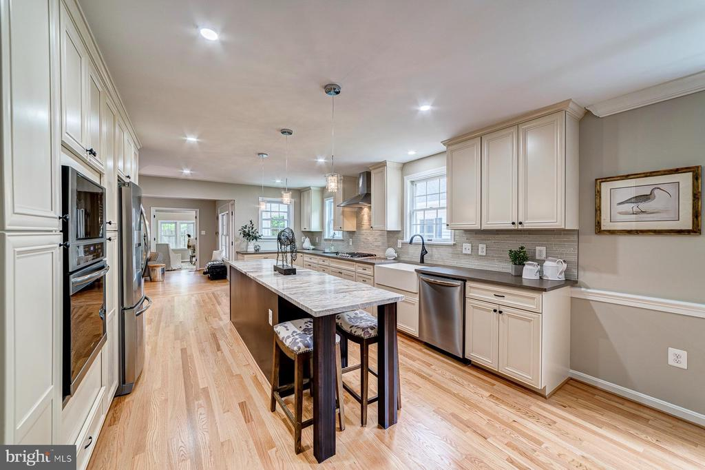 Perfect entertaining layout - 5696 GAINES ST, BURKE