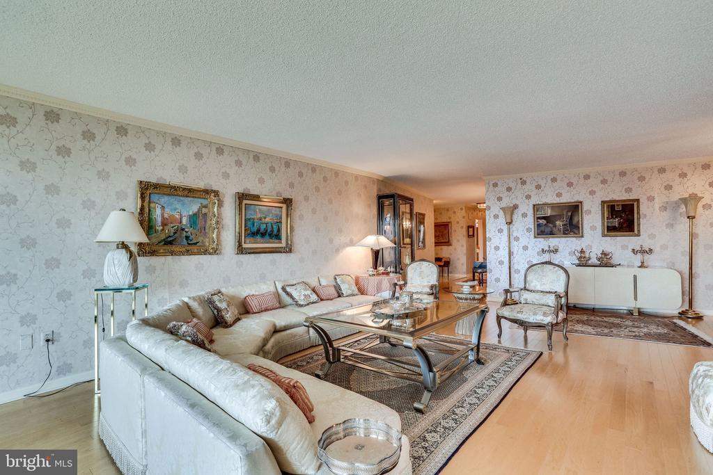 living room - 1300 CRYSTAL DR #1306S, ARLINGTON
