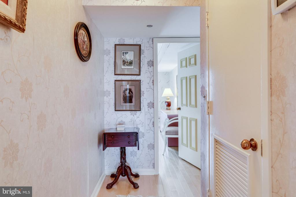 hallway - 1300 CRYSTAL DR #1306S, ARLINGTON