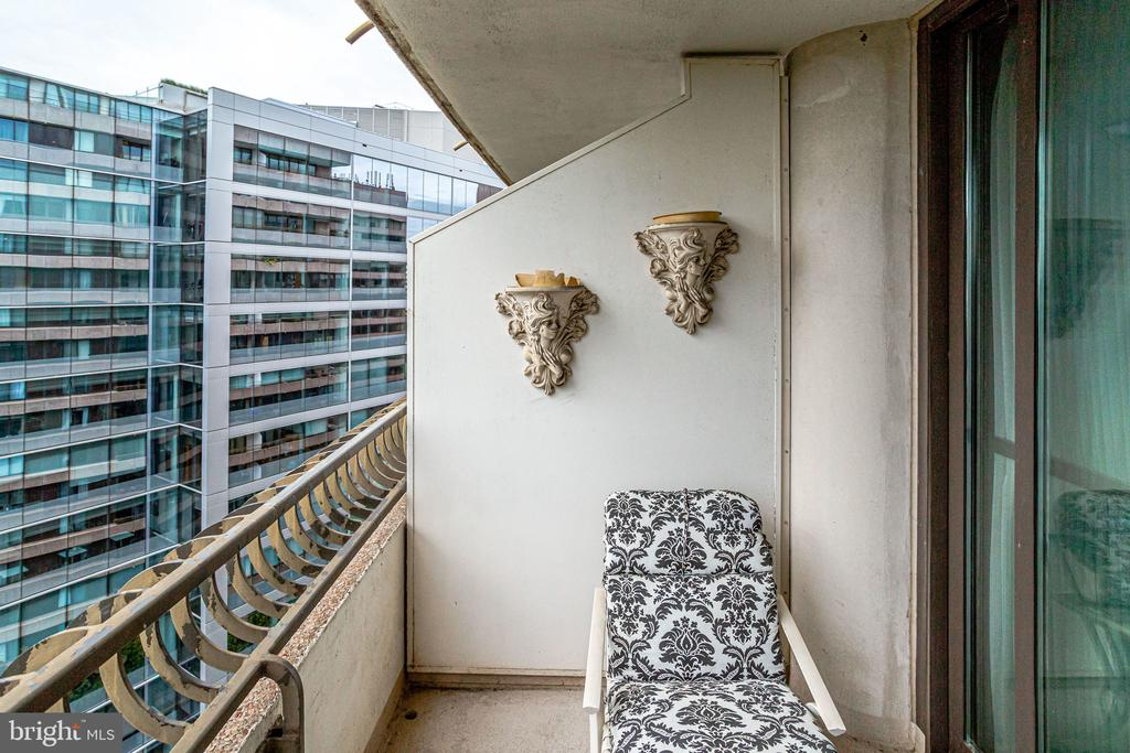 balcony - 1300 CRYSTAL DR #1306S, ARLINGTON