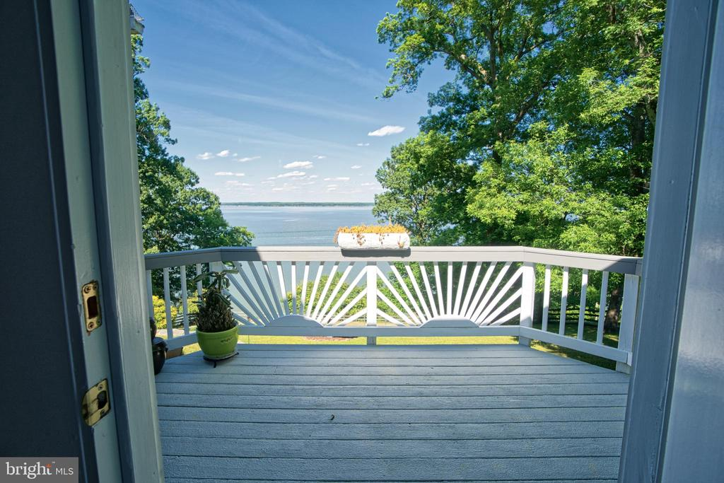 Your private and peaceful  master deck - 19 POTOMAC OVERLOOK LN, STAFFORD