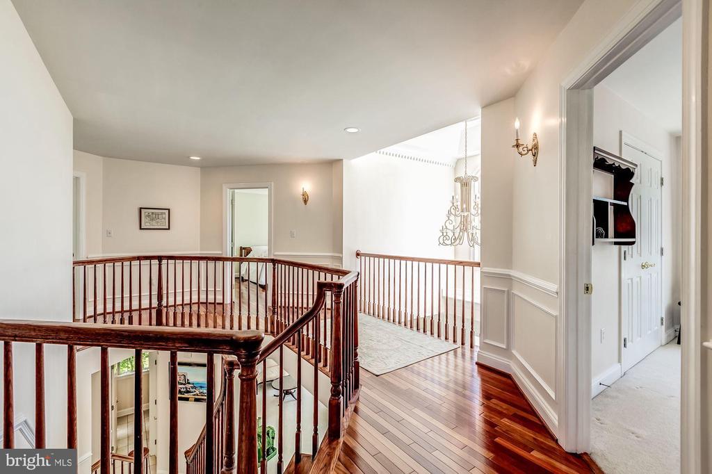 Upper Level Landing to 4 Bedrooms up - 37986 KITE LN, LOVETTSVILLE