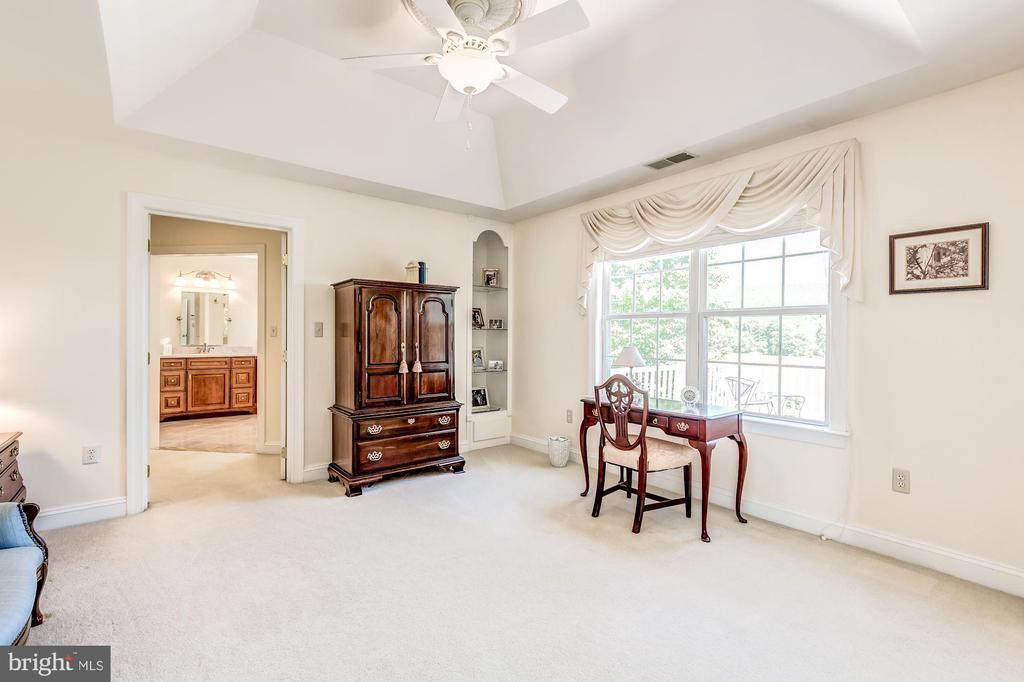 Sitting area in Master Suite - 37986 KITE LN, LOVETTSVILLE