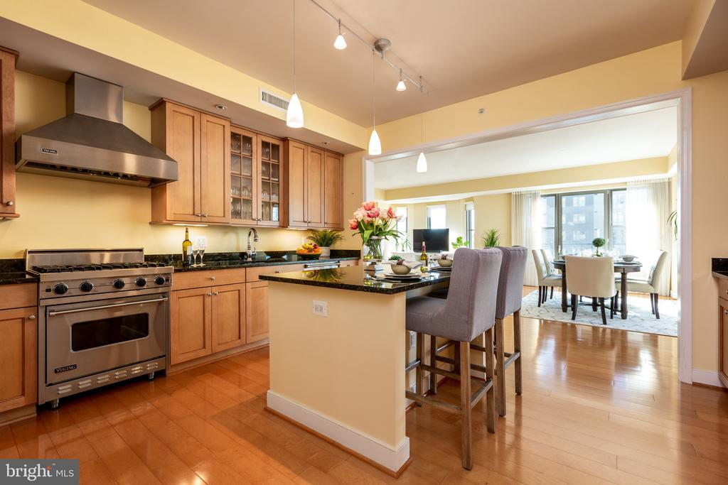 Gourmet kitchen island with seating for four - 7710 WOODMONT AVE #802, BETHESDA