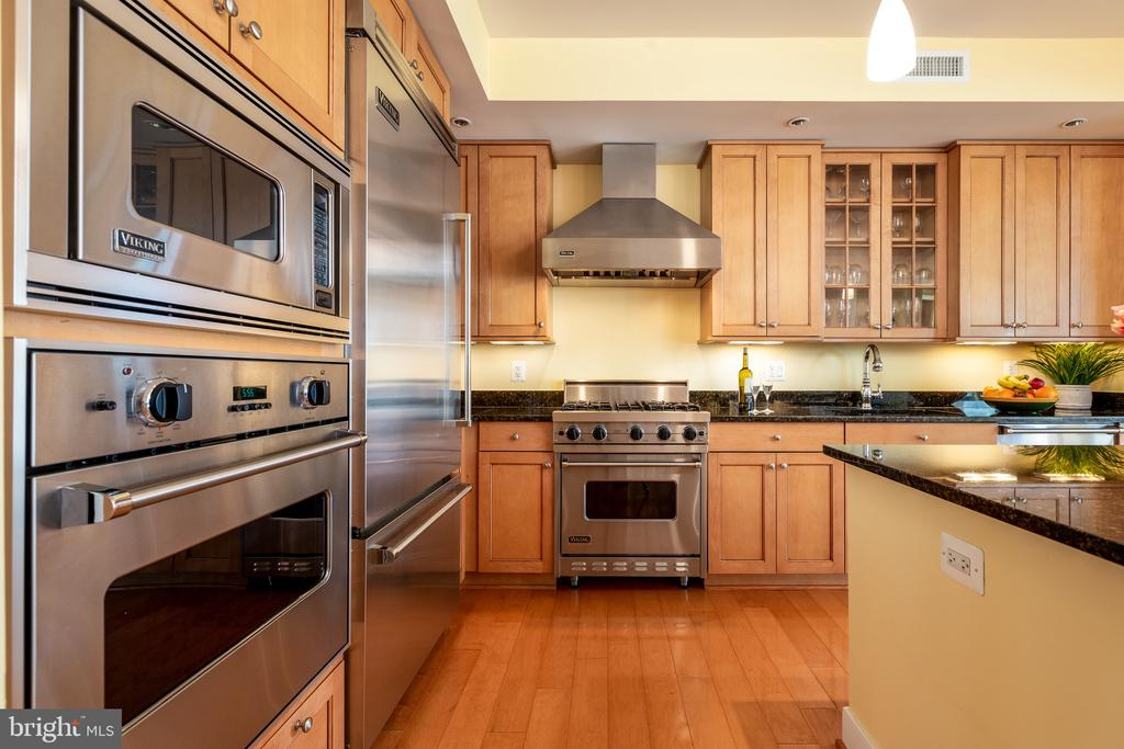 Gourmet kitchen with Viking SS appliances - 7710 WOODMONT AVE #802, BETHESDA