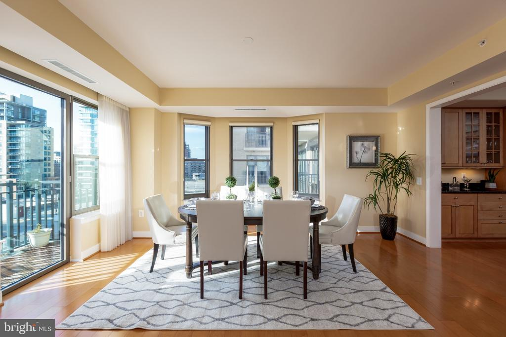Dining area with Bay window - 7710 WOODMONT AVE #802, BETHESDA