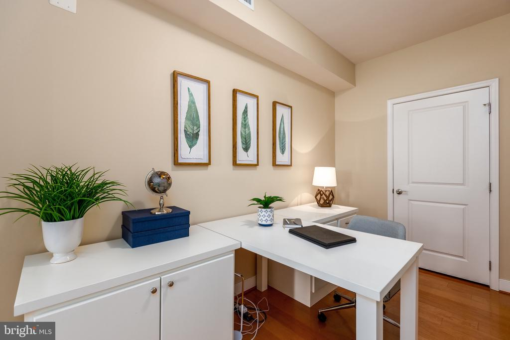 Den/office space - 7710 WOODMONT AVE #802, BETHESDA