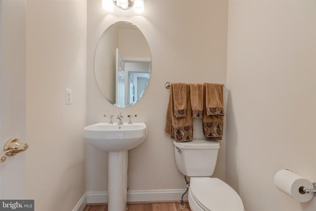 Powder Room - 7676 OAK FIELD CT, SPRINGFIELD