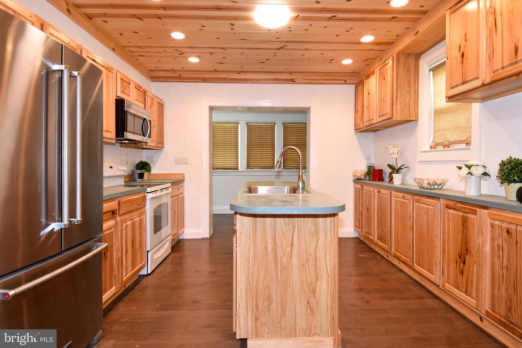 Fully upgraded Kitchen - 106 VALLEY VIEW PL, FREDERICKSBURG