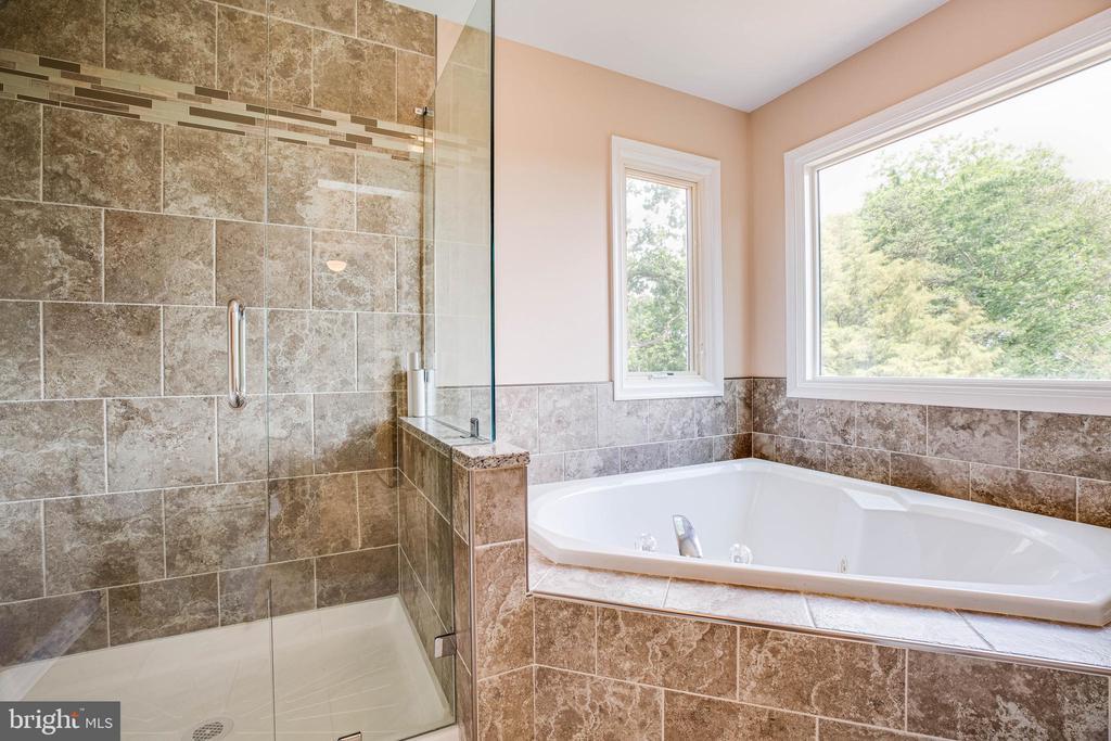 Master Bathroom- new tiled shower and tub surround - 208 OLD LANDING CT, FREDERICKSBURG
