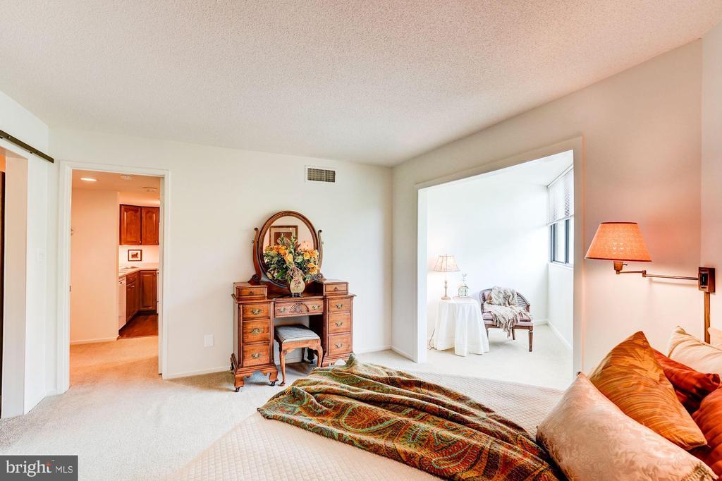 Master Bedroom with sitting area - 1951 SAGEWOOD LN #315, RESTON