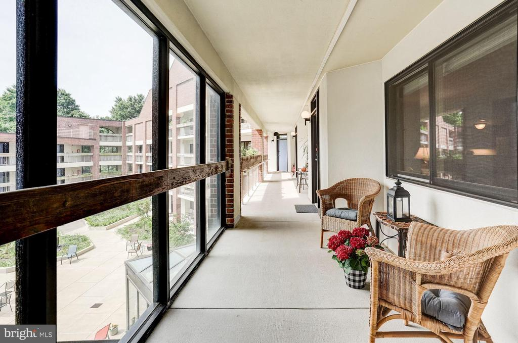 Sitting area out front with view of courtyard - 1951 SAGEWOOD LN #315, RESTON
