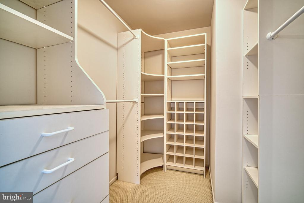 Walk in closet in owners suite - 9104 CRICKLEWOOD CT, VIENNA