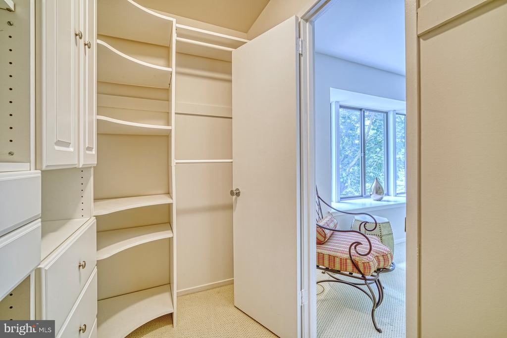 Walk in closet BR2 - 9104 CRICKLEWOOD CT, VIENNA
