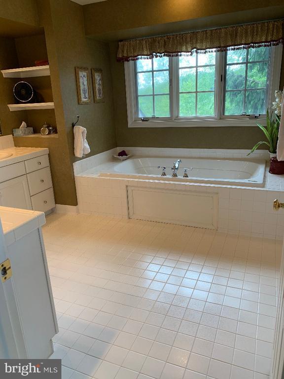 Master Bathroom - 5626 BROADMOOR TER N, IJAMSVILLE