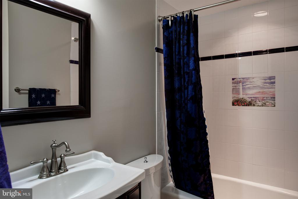 Each bedroom has a custom designed bathroom - 41430 FOX CREEK LN, LEESBURG